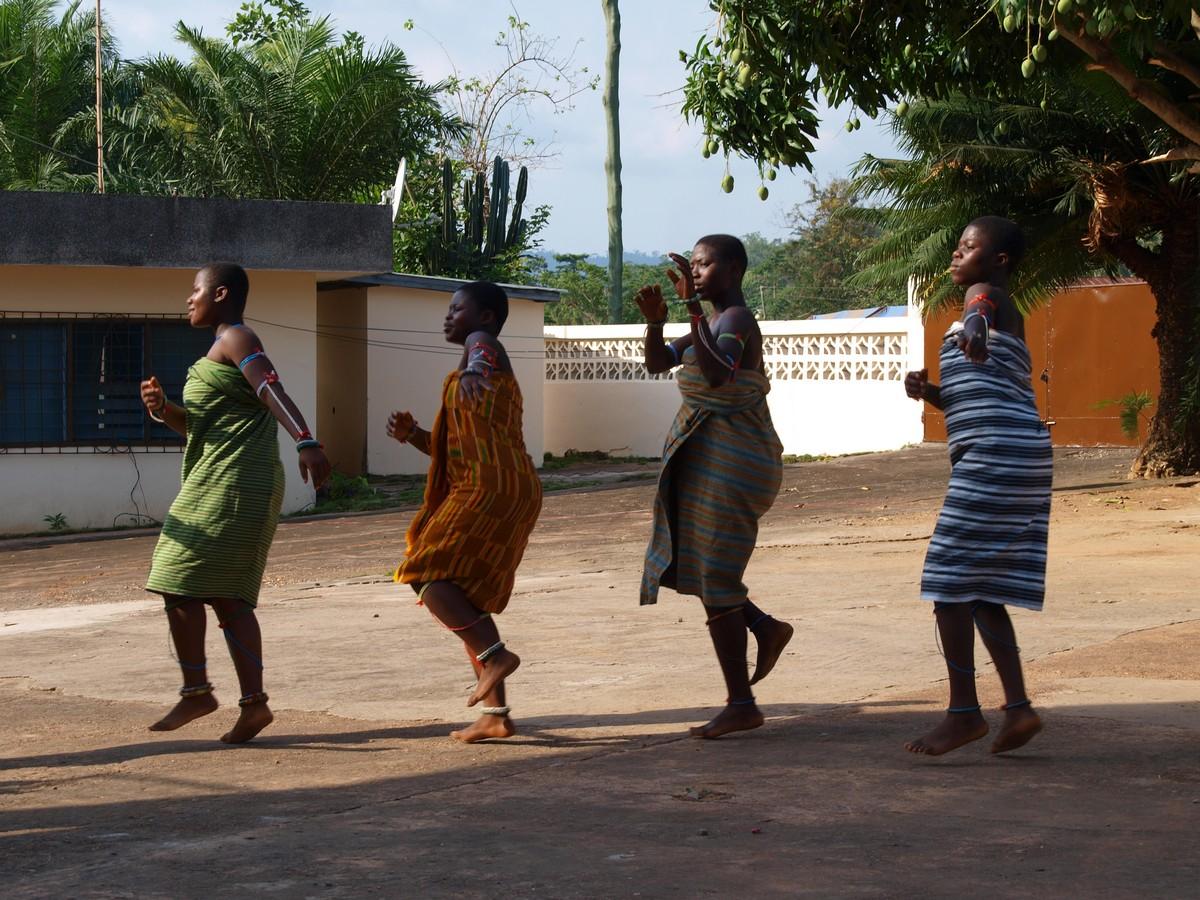 Singing and dancing sekafɔɔ songs V